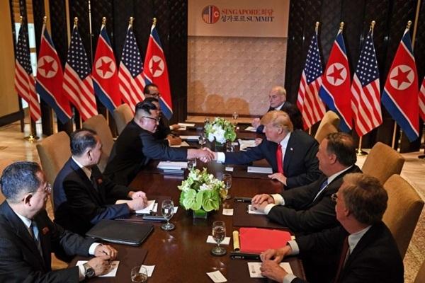 Phái đoàn Mỹ và Triều Tiên dự cuộc gặp thượng đỉnh. Ảnh: CNN.