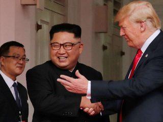 Phiên dịch viên cho Donald Trump – Kim Jong-Un: Chính trị gia thầm lặng
